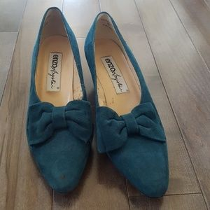 """Vintage Enzo Angiolini Shoes with 1"""" Heel and Bow"""